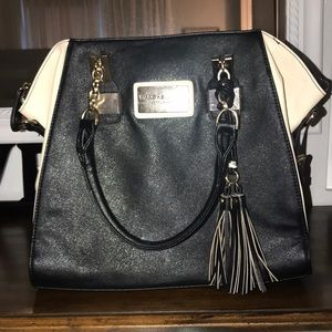 Beautiful Andrew Marc handbag